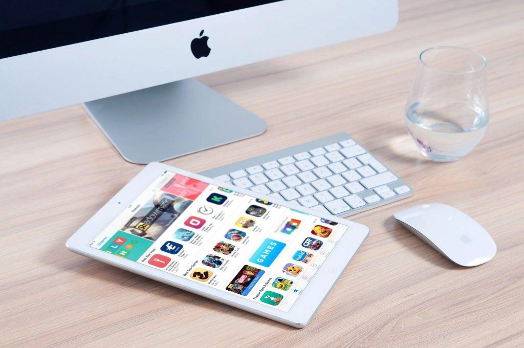 Com'Scoring, agence de communication Angers, met à disposition tous ses savoir-faire et ses compétences dans la création de votre application mobile. Nous développons, à partir dans cahier des charges défini, une maquette qui vous permettra de vous projeter et ainsi créer l'application en toute sérénité.