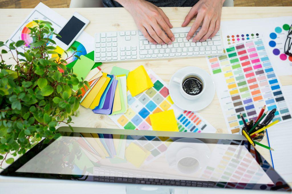 Com'Scoring, agence de communication Angers, s'occupe de votre identité visuelle, à travers la création de votre charte graphique personnalisée en fonction de vos envies, de vos besoins, et de vos valeurs.