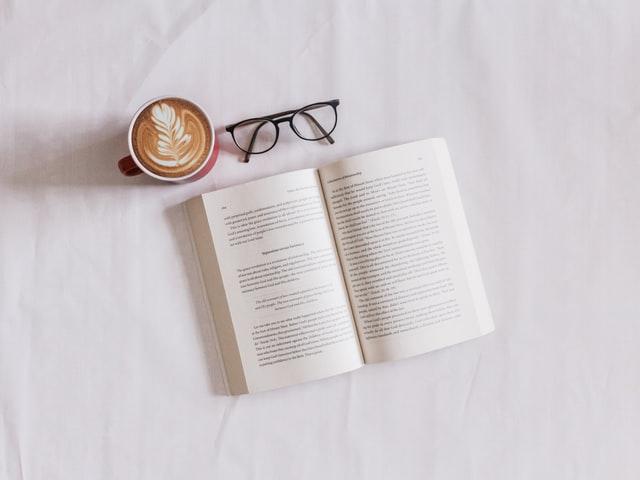 Com'Scoring, agence de communication basée sur Angers, vous accompagne dans la création de votre livre blanc ou livre expert. Cette expertise vous permet d'acquérir une image forte de marque ou entreprise professionnelle de son secteur. Vos relations professionnelles ne seront qu'optimisées.